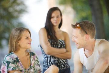 Parler à son ex quand on est en couple