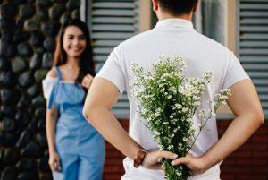 Sauver son couple en crise en offrant des fleurs
