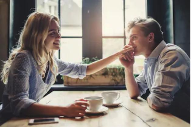 Les compliments : un outil redoutable dans la reconquête amoureuse